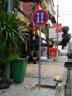 カンボジア交通標識(2).jpg
