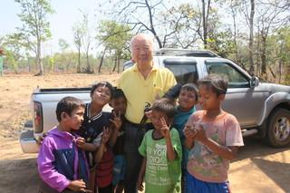 森田さん、子どもたちに大人気.JPG